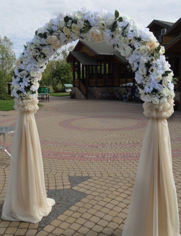 Фото арка для выездной регистрации с синими цветами 63