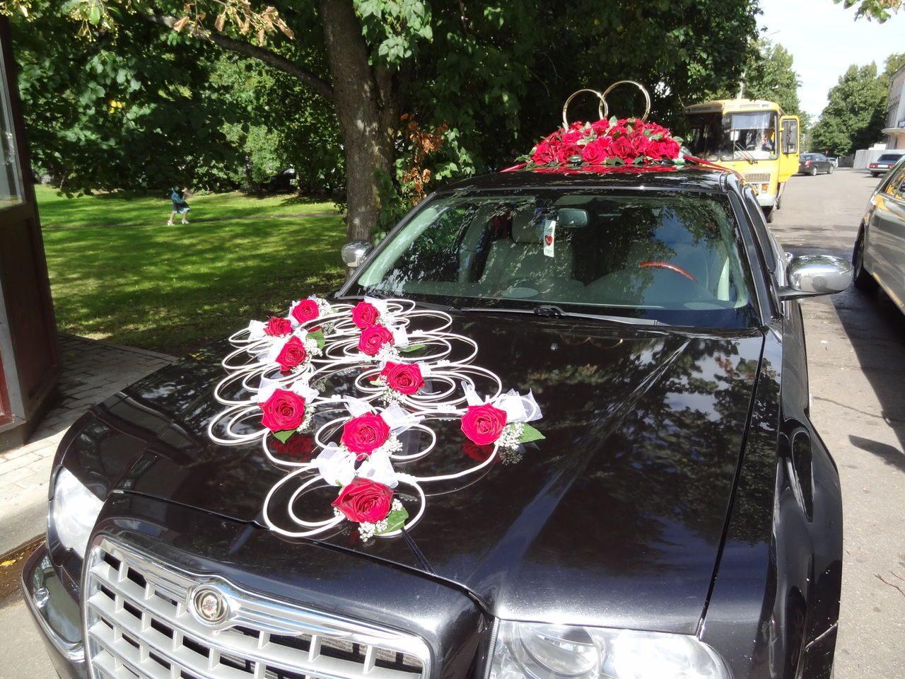 Машины с цветами на капоте